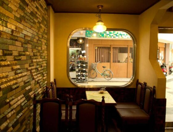 喫茶マリンナ・1階角
