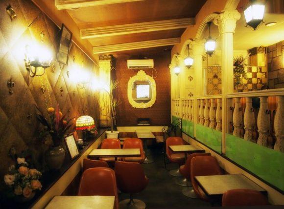 純喫茶ヒスイの中一階