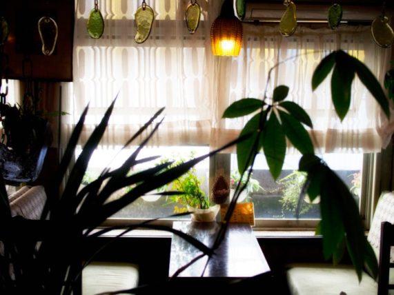 純喫茶不二家・窓辺の客席
