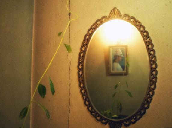 純喫茶ローレンスの鏡