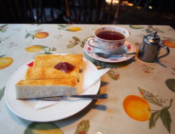 茶房カオルのトーストと紅茶