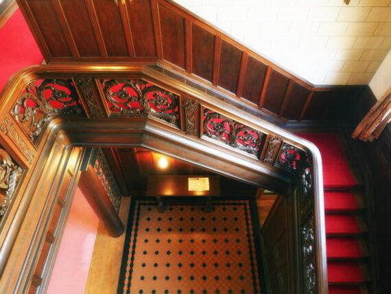 旧乾邸・階段上から