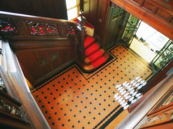 旧乾邸・階段上から見たアプローチ