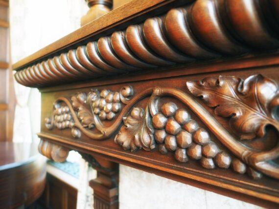 旧乾邸・ゲストルームの家具の模様
