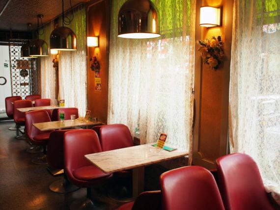新世界・喫茶ドレミの店内