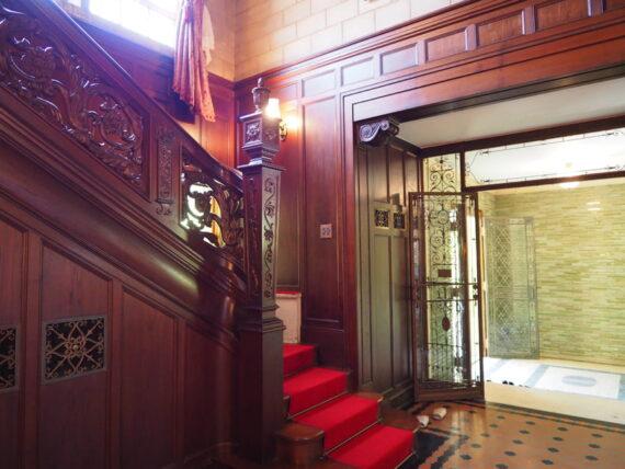 旧乾邸・玄関ホール