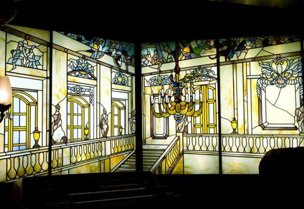 喫茶古城のステンドグラスアップ