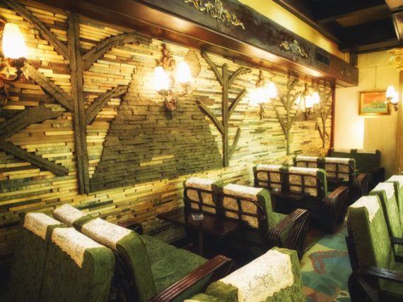 喫茶古城の煌びやかな内装