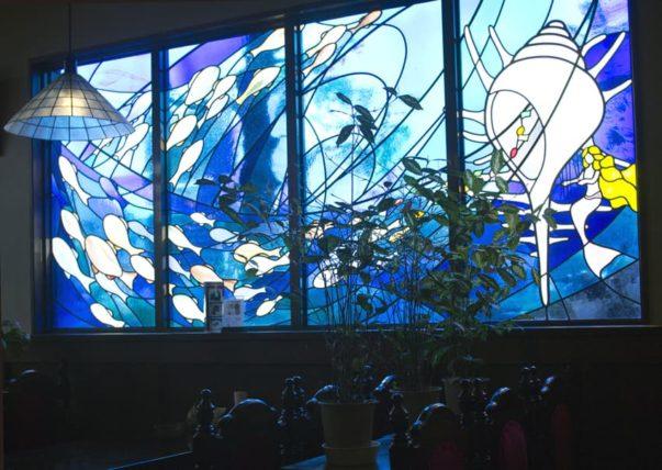 松山市・タイムトンネルのステンドグラス
