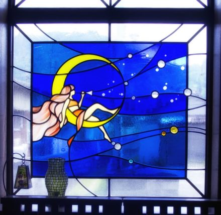 松山市・タイムトンネルのステンドグラス・女神