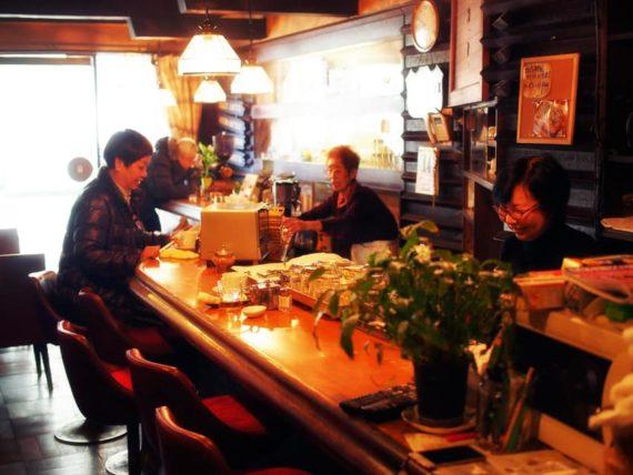 名古屋市中村区にある珈琲屋ロビンのカウンター