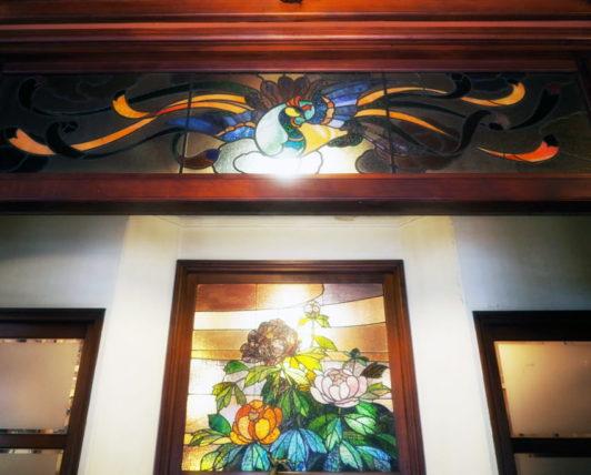 島原・きんせ旅館の欄間ステンドグラス