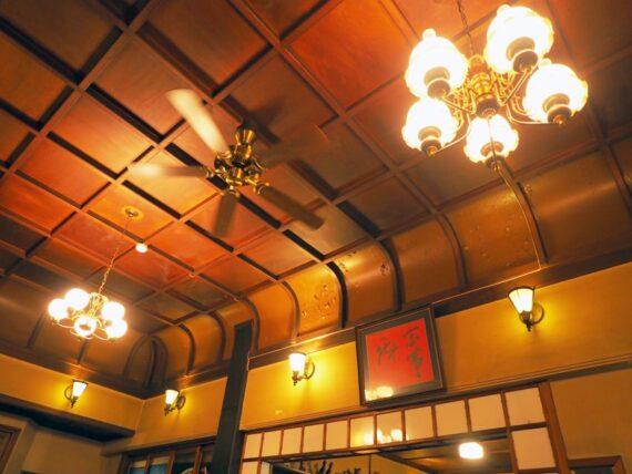 島原・きんせ旅館の折上げ格天井