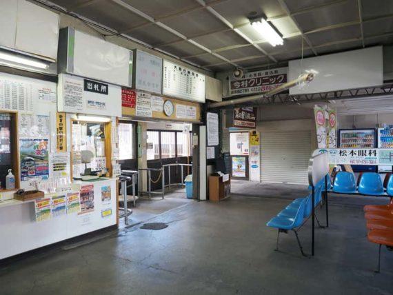 中央弘前駅・待合室1