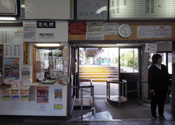 中央弘前駅・待合室3