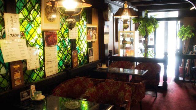 金沢・禁煙室の内装とステンドグラス