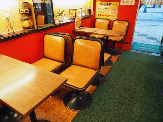 新世界・喫茶ブラザーの椅子