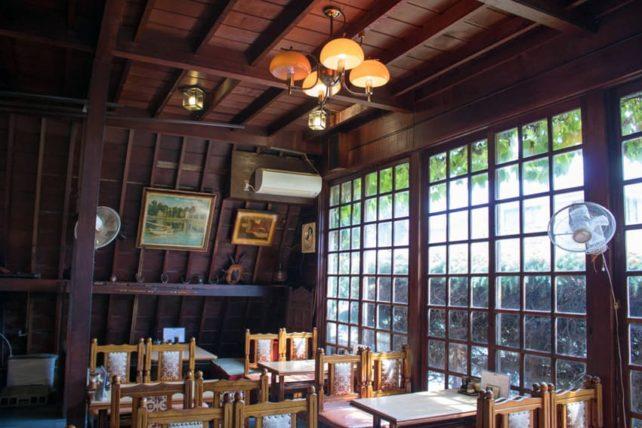彦根・喫茶スイスの店内