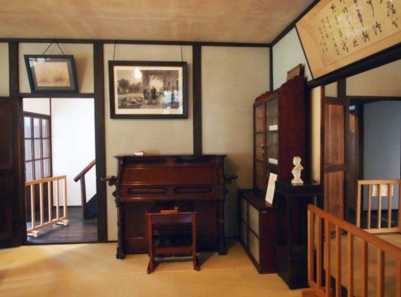 新島旧邸・応接間のオルガン