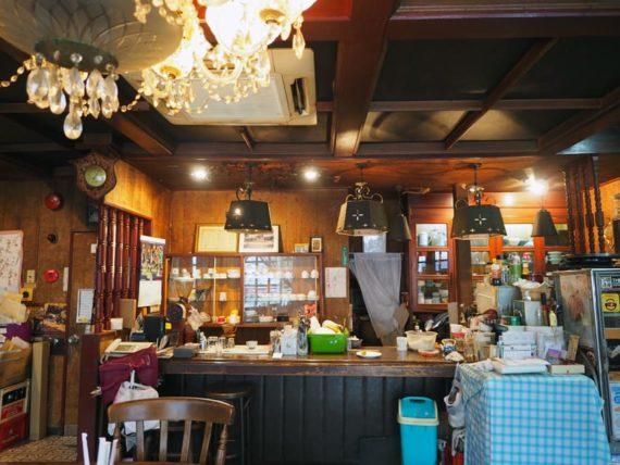 門司港・喫茶リバーのカウンター