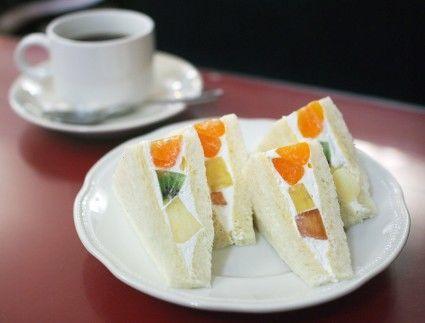 喫茶静香のフルーツサンド