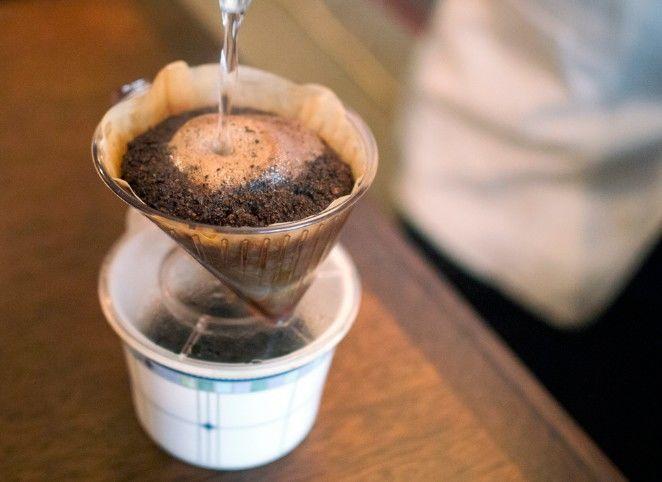 コーヒーを目の前でドリップ