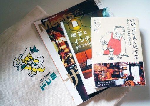 巡る純喫茶トートバッグの使用イメージ