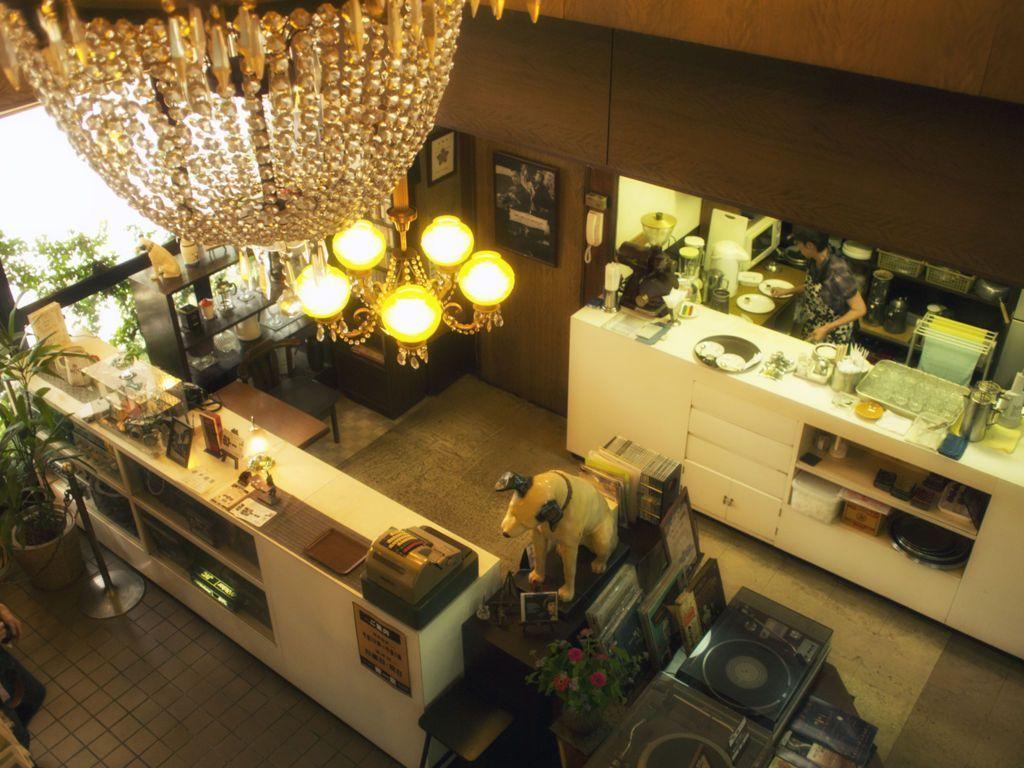 岡山・喫茶東京_二階から見下ろす