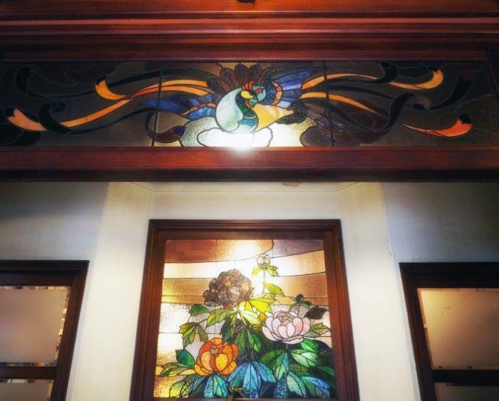 きんせ旅館・欄間のステンドグラス