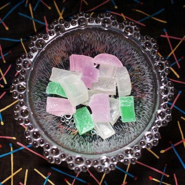 長崎堂・虹のかけらそをガラスの器に入れて