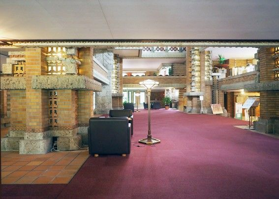 帝国ホテル中央玄関内部