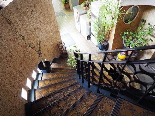 純喫茶まるき_階段上から
