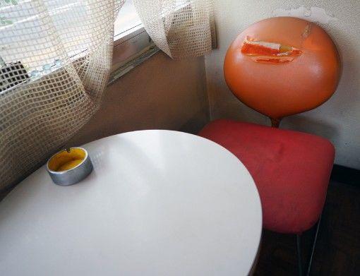 日東紅茶ティーパーラー・椅子