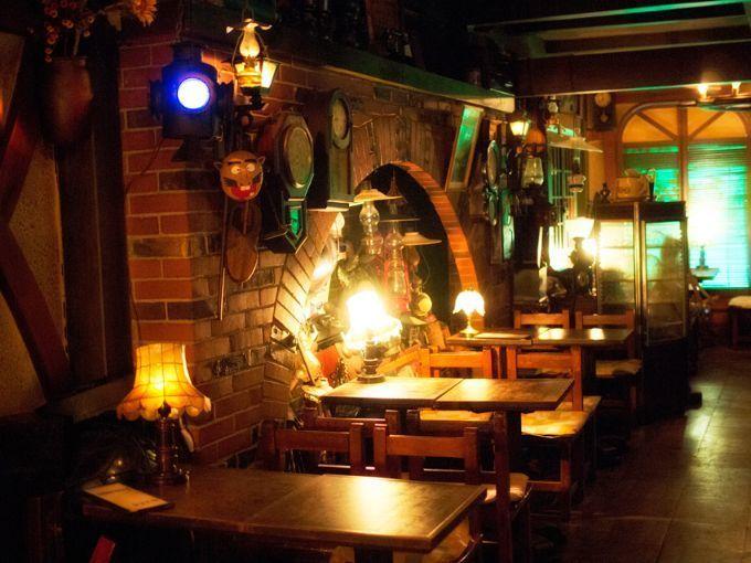 倉敷市の純喫茶・西洋乞食の薄暗い店内