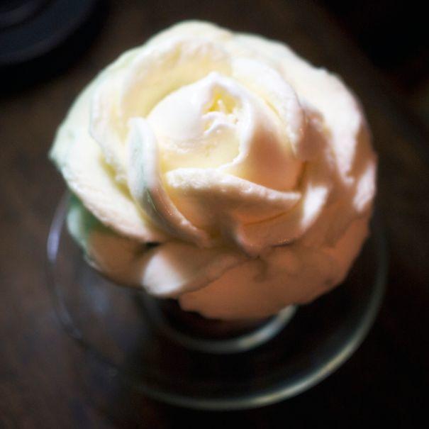 倉敷市・西洋乞食のバラのコーヒーフロート