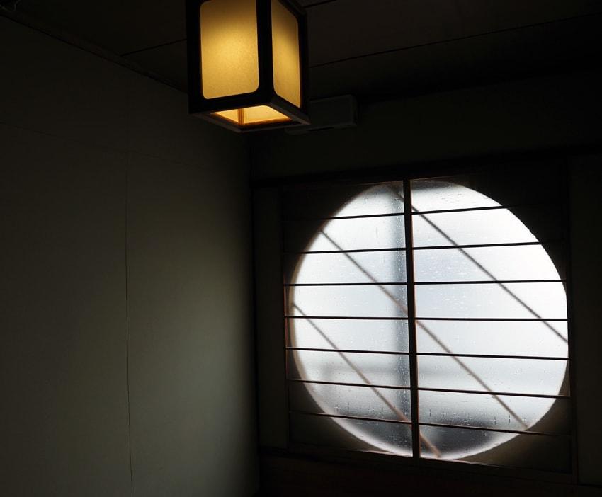 宿や平岩の丸窓
