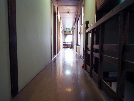 宿や平岩の2階廊下