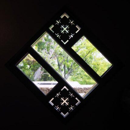 ヨドコウ迎賓館・窓アップ