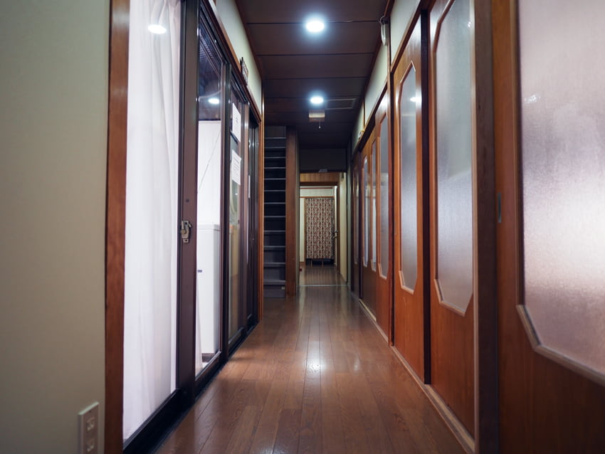 宿や平岩の1階廊下