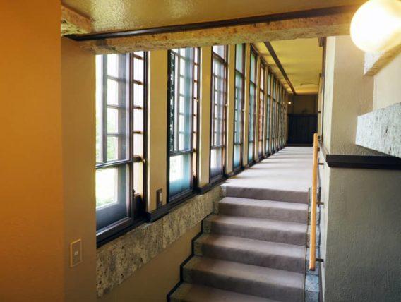 ヨドコウ迎賓館・階段