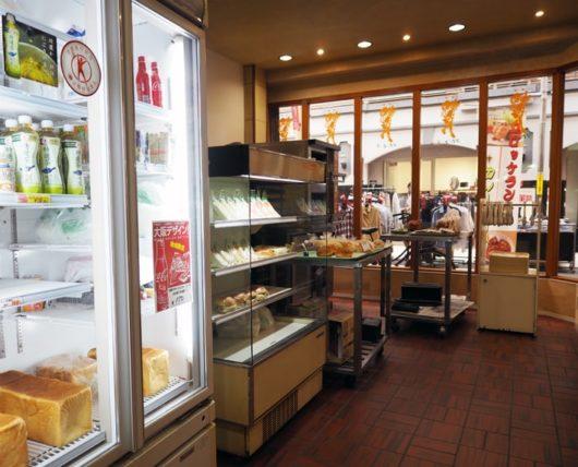 トロイカ&リビエラのパン販売コーナー
