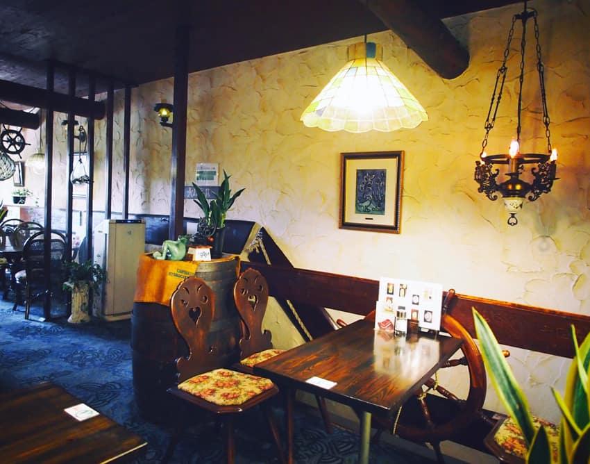 琥珀屋珈琲店の2階客席