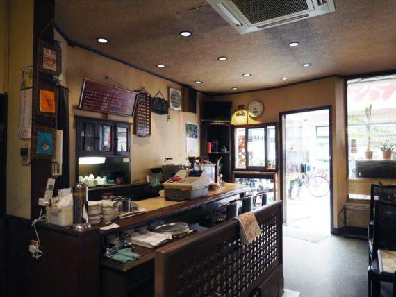 喫茶タカラのカウンター