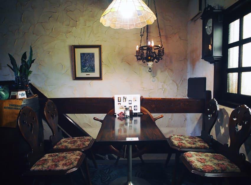琥珀屋珈琲店の2階客席2