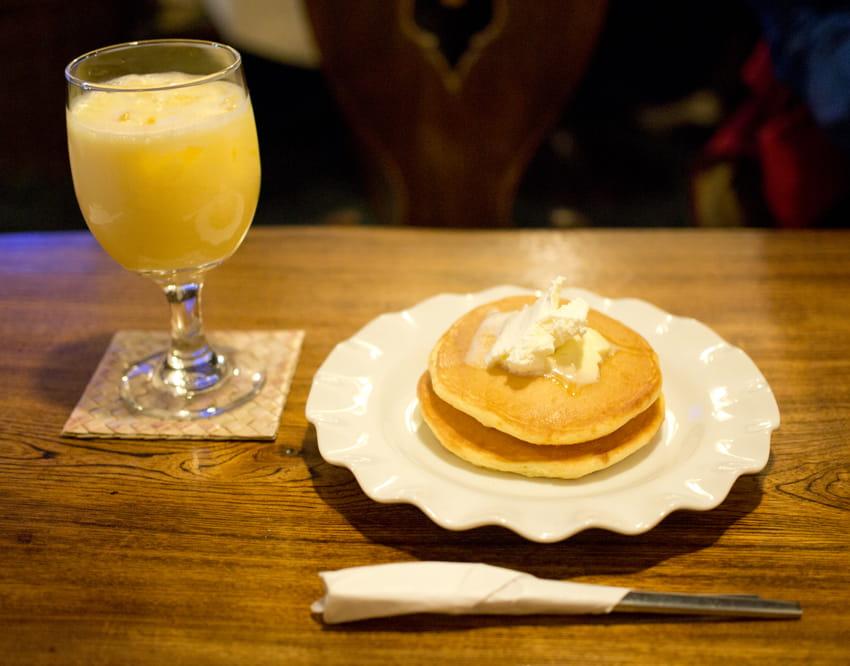 琥珀屋珈琲店のホットケーキセット