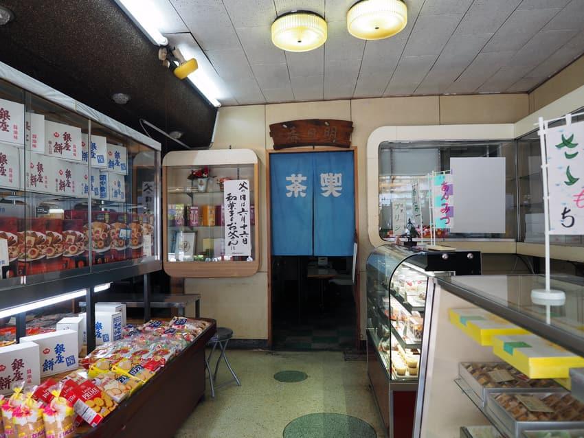 明日香菓舗の店内