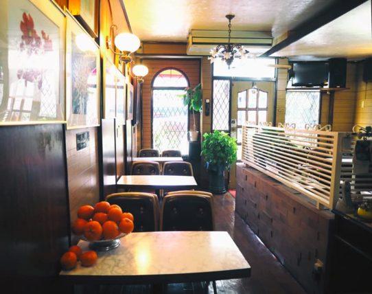喫茶ハローの店内1