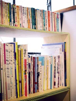 カフェヨムパンの本棚