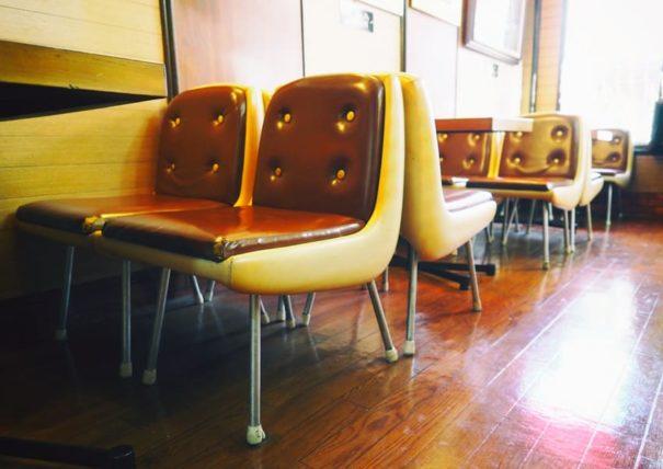 喫茶ハローの椅子