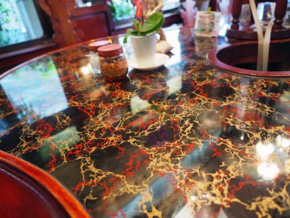 MUC逆瀬川店のカウンターテーブル
